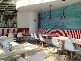Chic home mediterranean interiors design ideas 24