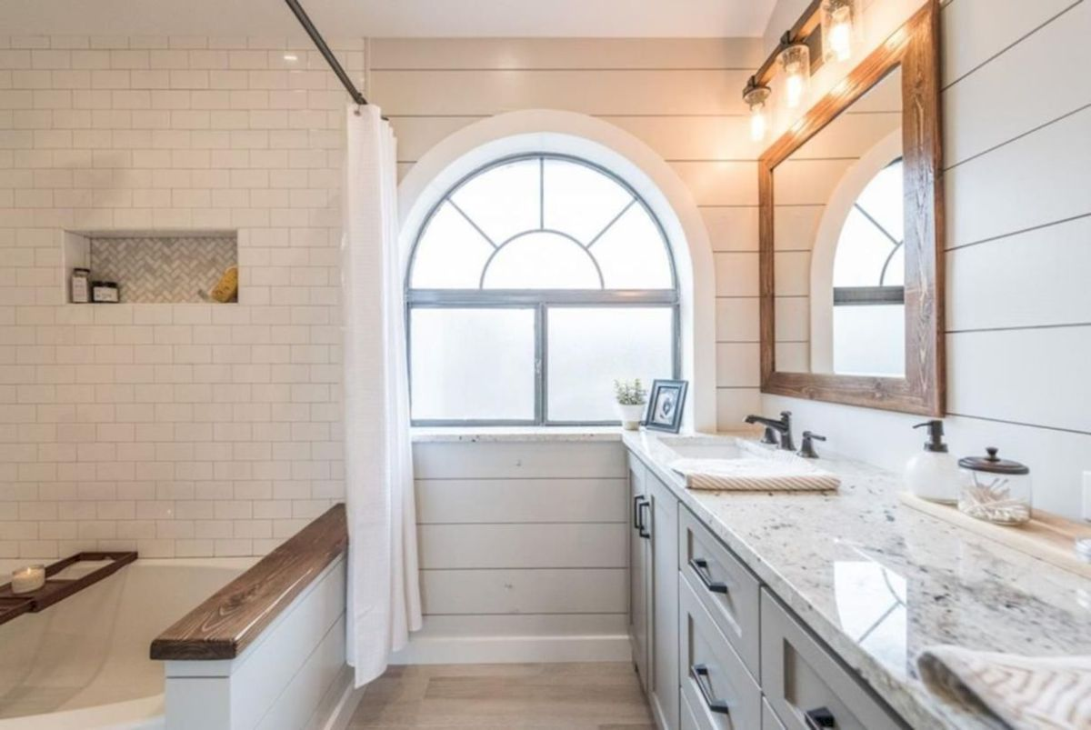 Cozy farmhouse bathroom makeover ideas 37