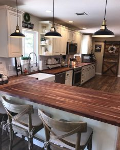 Impressive farmhouse country kitchen decor ideas 06