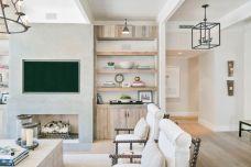 Lovely rustic coastal living room design ideas 04