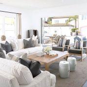 Lovely rustic coastal living room design ideas 22