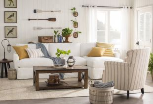 Lovely rustic coastal living room design ideas 30