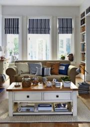 Lovely rustic coastal living room design ideas 38