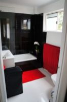 Most popular red black and white bathroom decor ideas 38
