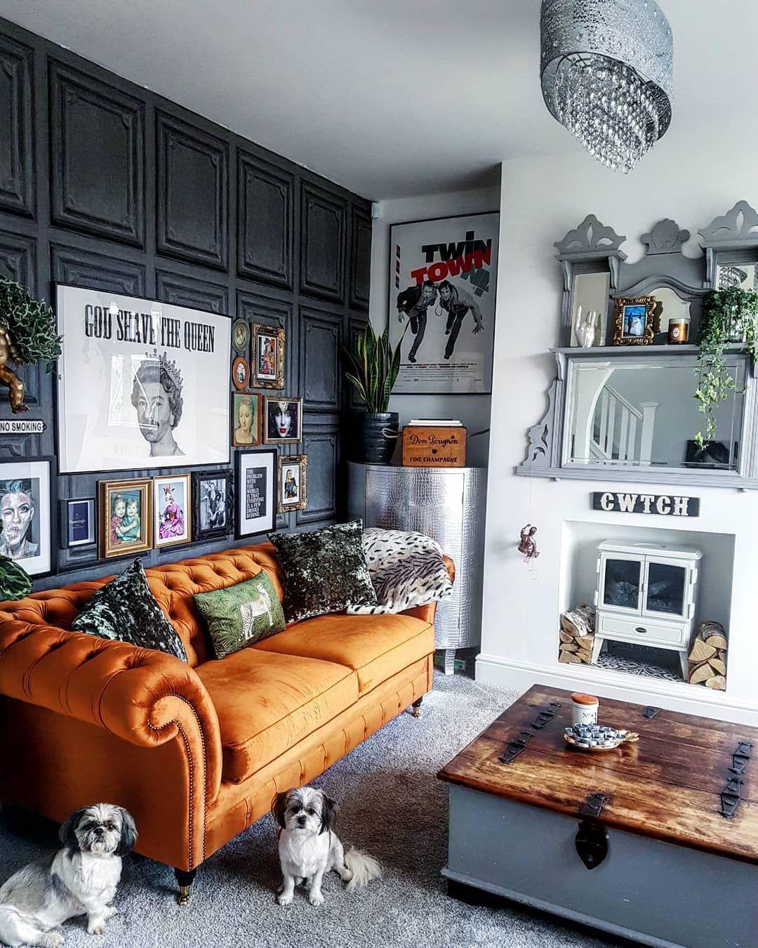 Stunning living room wall gallery design ideas 07