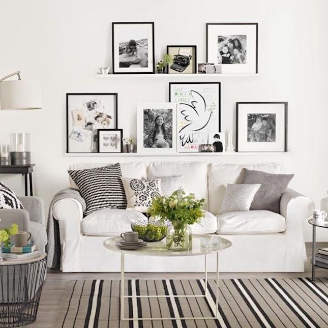 Stunning living room wall gallery design ideas 24