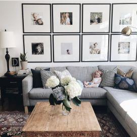 Stunning living room wall gallery design ideas 37