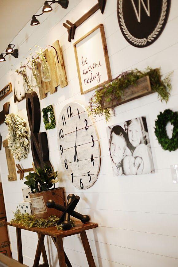 Stunning living room wall gallery design ideas 48