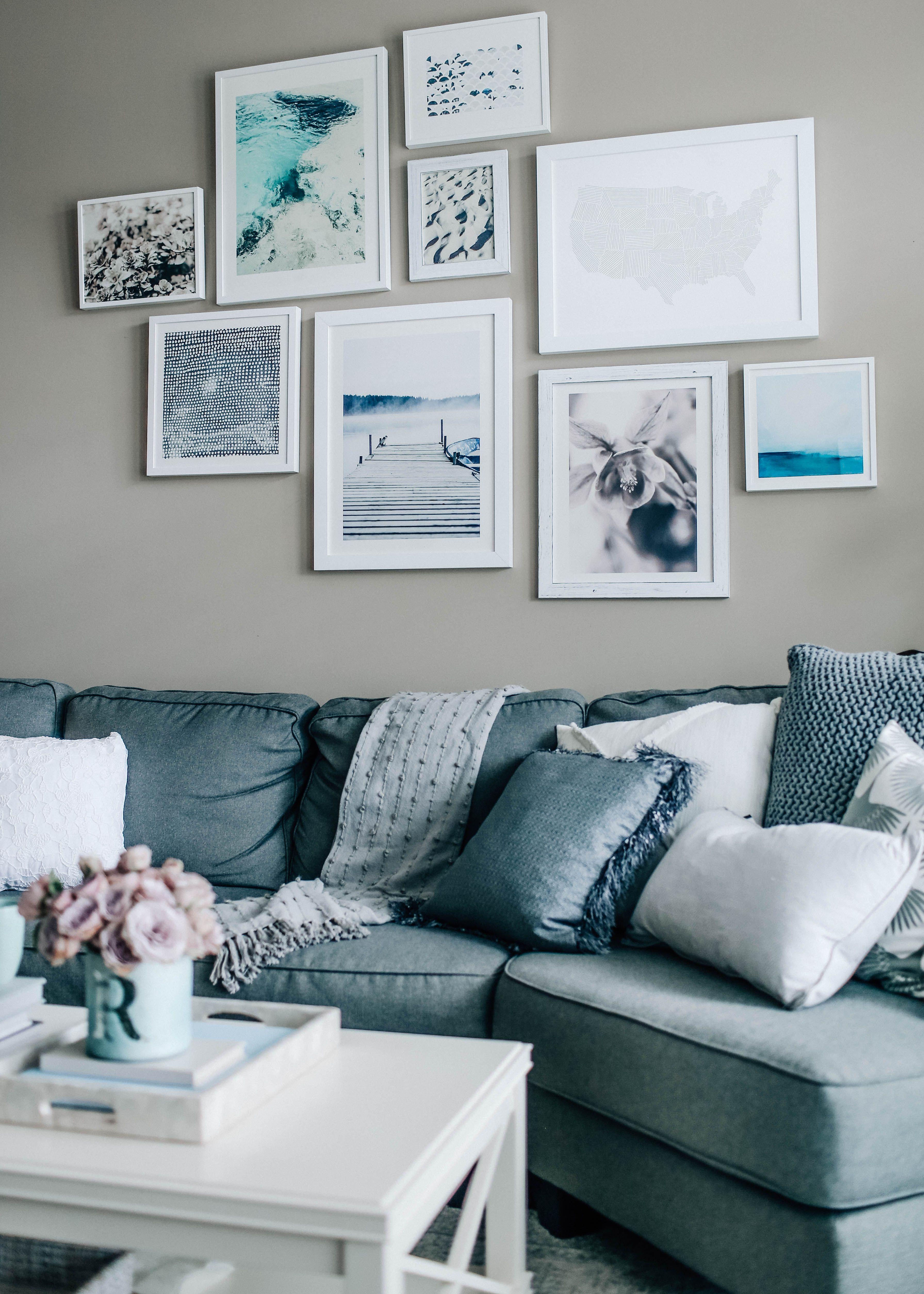 Stunning living room wall gallery design ideas 51