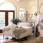 Stunning minimalist bedroom ideas on a budget 12