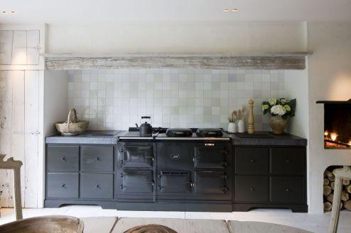 Amazing black kitchen design ideas 01