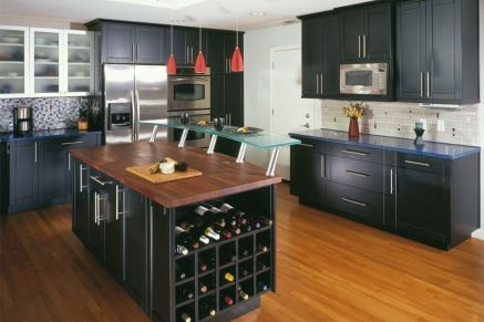 Amazing black kitchen design ideas 40