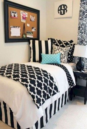Beautiful dorm room organization ideas 37