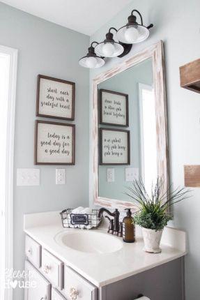 Fabulous small farmhouse bathroom design ideas 27