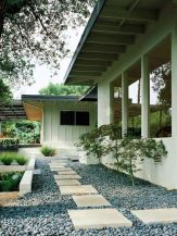 Great front yard rock garden ideas 40
