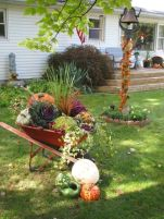 Pretty fall planters for easy outdoor fall decorations 08