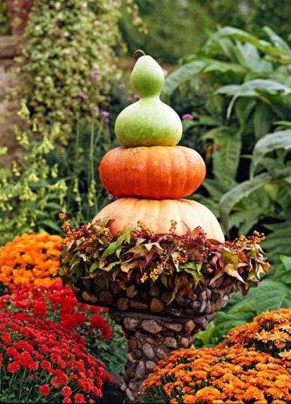 Pretty fall planters for easy outdoor fall decorations 21