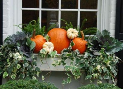 Pretty fall planters for easy outdoor fall decorations 25