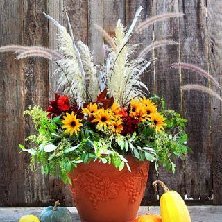 Pretty fall planters for easy outdoor fall decorations 30