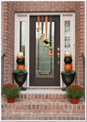 Pretty fall planters for easy outdoor fall decorations 46