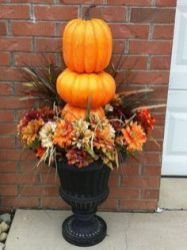 Pretty fall planters for easy outdoor fall decorations 47
