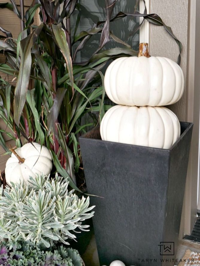 Pretty fall planters for easy outdoor fall decorations 48