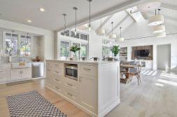 Stunning farmhouse kitchen cabinet ideas 04