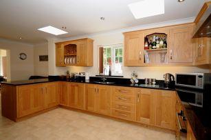 Stylish modern farmhouse kitchen makeover decor ideas 05