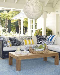 Fancy farmhouse fall porch decor and design ideas 06