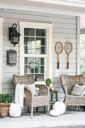 Fancy farmhouse fall porch decor and design ideas 26