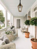 Fancy farmhouse fall porch decor and design ideas 35