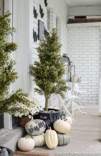 Fancy farmhouse fall porch decor and design ideas 41