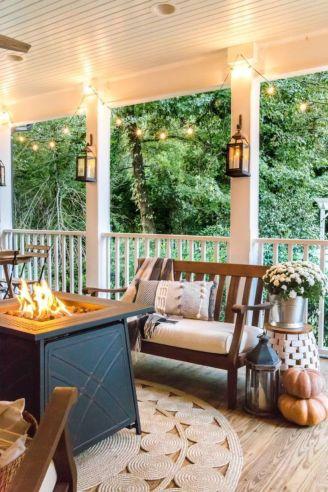 Fancy farmhouse fall porch decor and design ideas 46