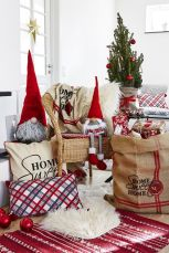 Fascinating christmas tree ideas for living room 40