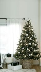 Fascinating christmas tree ideas for living room 43
