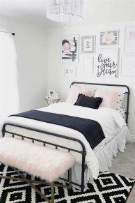 Minimalist master bedrooms decor ideas 40