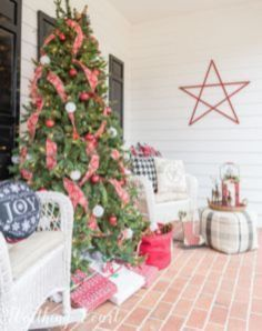 Perfect diy front porch christmas tree ideas on a budget 35