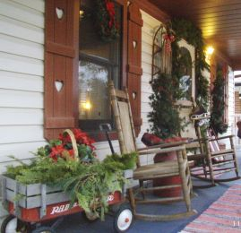 Perfect diy front porch christmas tree ideas on a budget 36