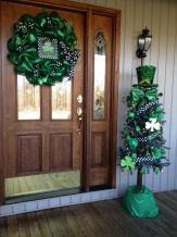 Perfect diy front porch christmas tree ideas on a budget 41
