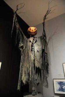 Perfect diy halloween decor on a budget 38