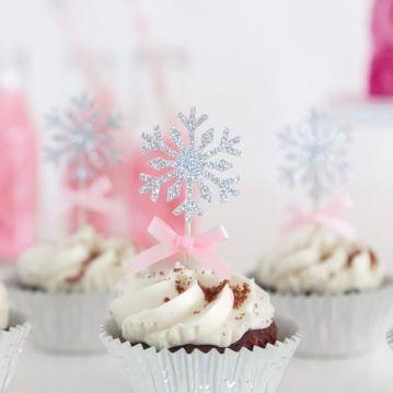 Popular winter wonderland snowflake decoration ideas 40
