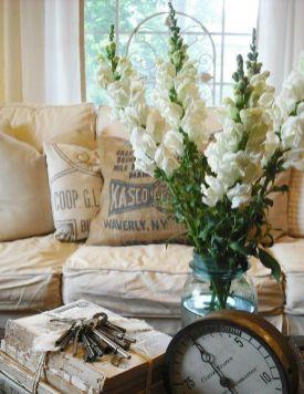 Romantic rustic farmhouse living room decor ideas 09