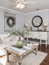 Romantic rustic farmhouse living room decor ideas 11