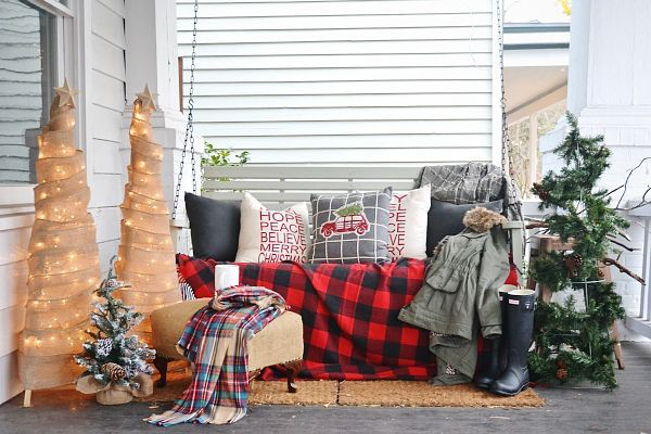 Stunning diy front porch christmas tree ideas on a budget 05