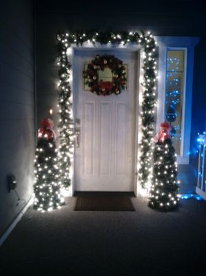 Stunning diy front porch christmas tree ideas on a budget 34