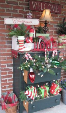 Stunning diy front porch christmas tree ideas on a budget 45