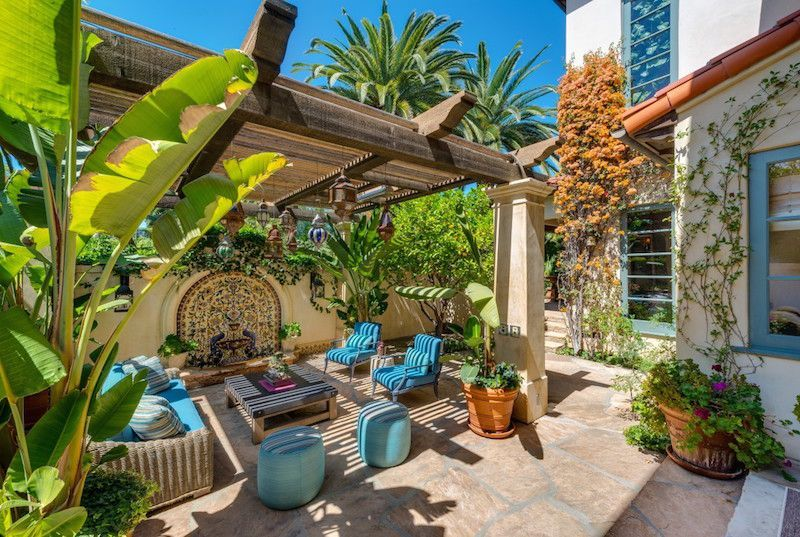 Beautiful mediterranean patio designs ideas 26