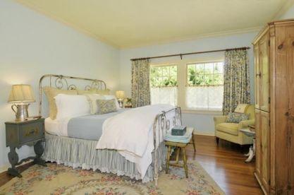 Casual vintage farmhouse bedroom ideas 30