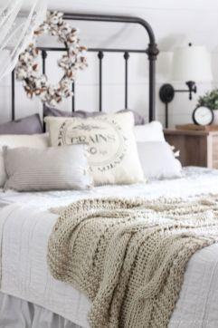 Casual vintage farmhouse bedroom ideas 37