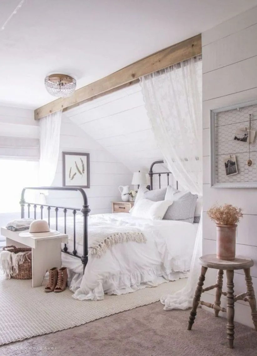 Cozy farmhouse master bedroom decoration ideas 15